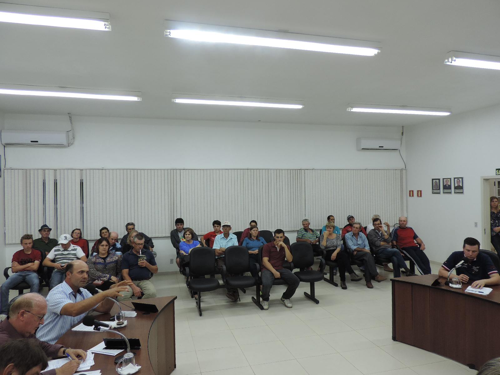 Comunidade da Localidade de Boa Vista, acompanha sessão ordinária do dia 03 de agosto de 2015.
